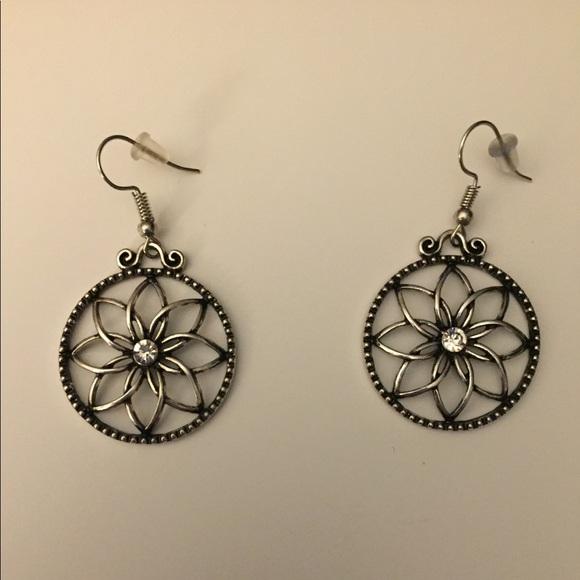 Jewelry - Silver Flower Earrings